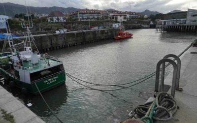 Los pescadores de Llanes piden mejorar el puerto para resguardar sus naves